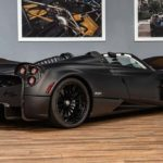 Эксклюзивный матово-черный Pagani Huayra Roadster в поисках нового владельца