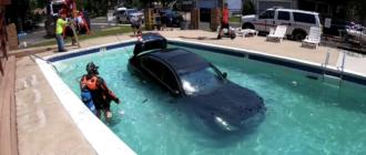 Как из бассейнов достают утонувшие машины (видео)
