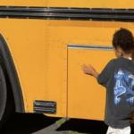 3-летней девочке подарили настоящий школьный автобус (фото)